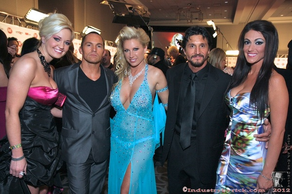 @marcuslondon @Devonleexxx @tommygunnxxx  #AVN 2012 Sorry, I don&#039;t know the other 2 ladies. 
