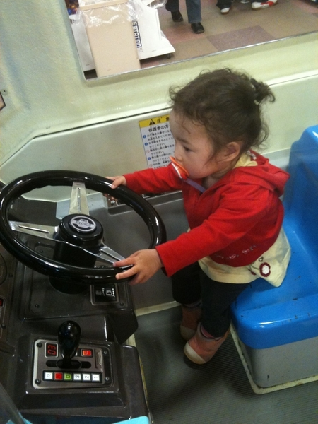 @markmatsusaka My daughter can drive a car , too!