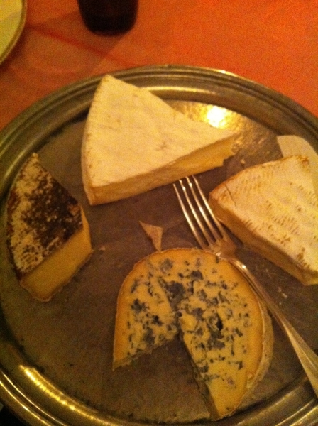Brie CR: pumpkin soup w chestnuts, veal w prunes & CHEESE (we're in Brie!). Brie de Melun outshines Brie de Meaux