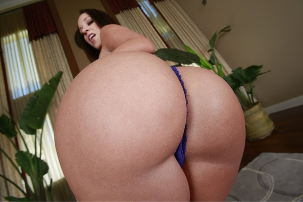 WOW!!! Look at the booty on @Mzjadastevens shot for @KeiranLee & @Brazzers make up @XmelissamakeupX PLZ RT