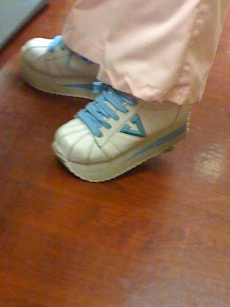 Lol check out the nurses shoes, I&#039;m too dne with them!! What are these??