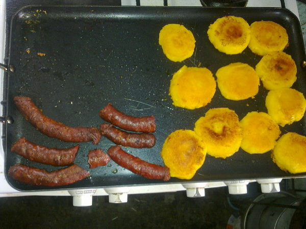 Preparando yapingachos para el almuerzo cc @angeleti