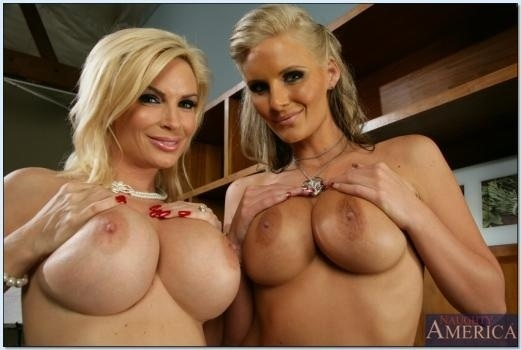Here's a Double #TittyTuesday From @DiamondFoxxx & @PMarizzle