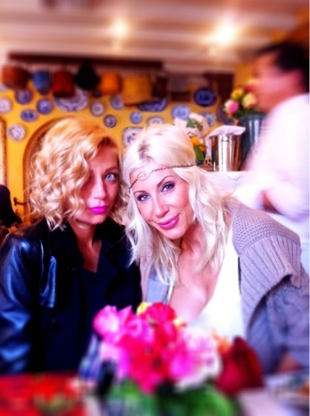 Me &amp; 1 of the English birds @chloebale at lunch :)