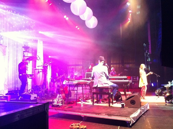 Side stage in Peoria...  @ColbieCaillat @BillyHawn @FredrikHalland @DMandelman