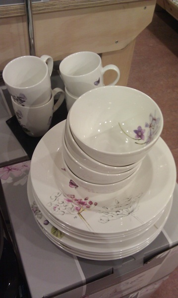 Oh! I think we just finally found our new dinner set <3! #marjoleinbastin
