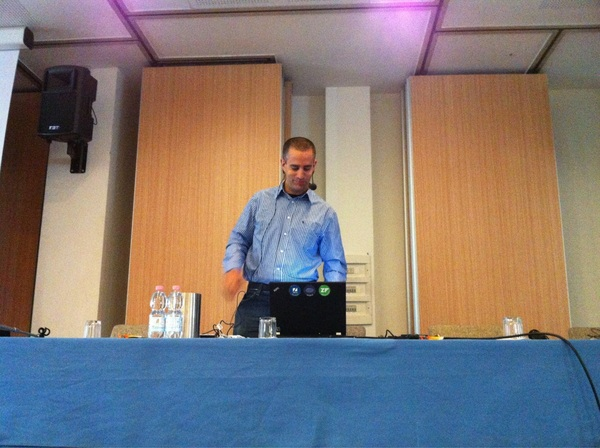 #phpday has started, @zeevs is keynoting :)