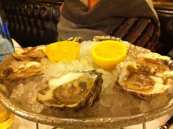 Settling in old school in Paris at brasserie Bofinger with wild oysters from Charentes