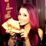 @ArianaGrande lol you're eating cheese pizza lol!!!