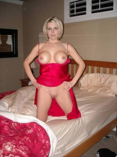 Lady in red waiting for #happyvalentinesday #tittytuesday #tits #boobs #nipples #Pussy @PicOpia @chicksonphones