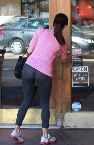 Kelly Brooks Legendary Leggings Ass