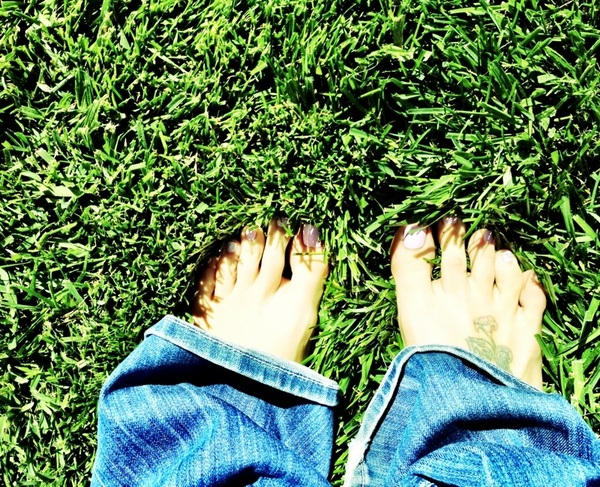 #ADayWithoutShoes just enjoying the grass in my toes  @TOMS