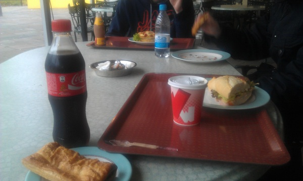 Eten bij club WAB in #Walibi holland. Corne was irrit