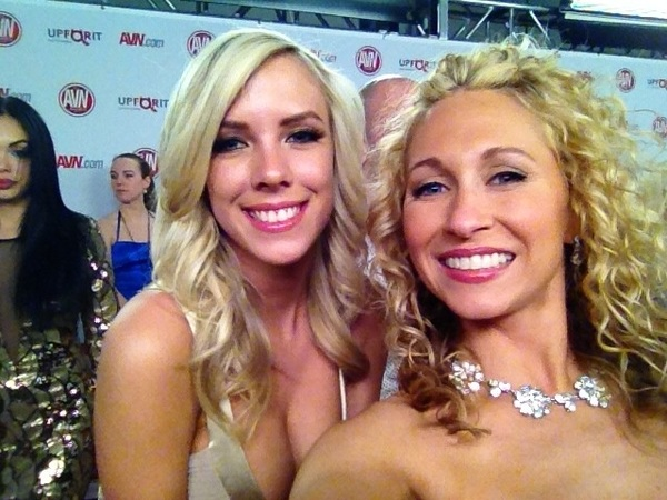 @xxxBiBiJones your interview w/ me from the @avnawards airs thurs on @DeadlineonHDNet @HDNet (9pst12est) -cute pic