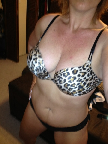 @FoxyAndHunter @YummyHoney69 @SosexyErin @MILFTEX @HousewifeTiff it's going to be 86 can I just wear this today?