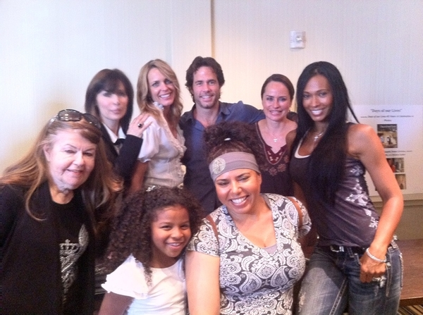 Ok I wanna join the cast of #DaysofOurLives now! #Beautifulpeople so cool! Can Some1 make that happen lol
