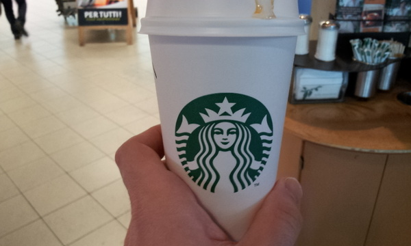 En zoals elke vlucht, begint ook deze met Starbucks :D #circom