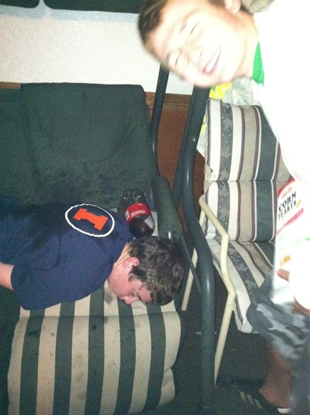 @SUDS_ofAnarchy U missed @murphpapasmurf pissing on @chickn_noodle. And also my chair ..just realized that #scumbagsean
