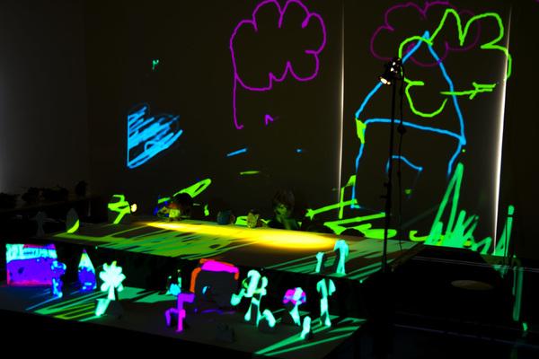 Zo gaaf! Voorstelling van het lichtkunstproject van de klas van @jongstezoon.