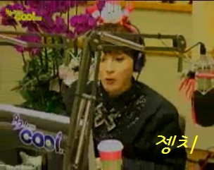 ‎[11.12.23 KTR | Screencap] Wook changed into a Santa Headband~ cr. jhengchie