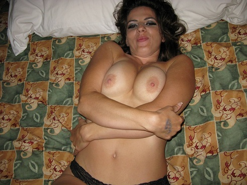 Nice hot brunette milf #SexySelfPic #amateur #boobs #wives #nude