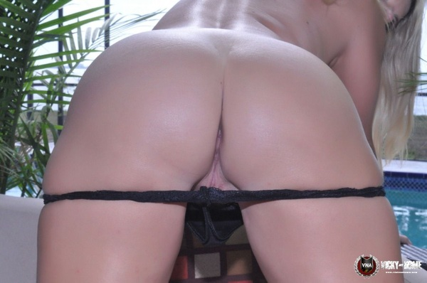 #Spank it, #Hit It or #Kiss it? Some #Ass from @VickyVette ~ Retweet if you like it! 