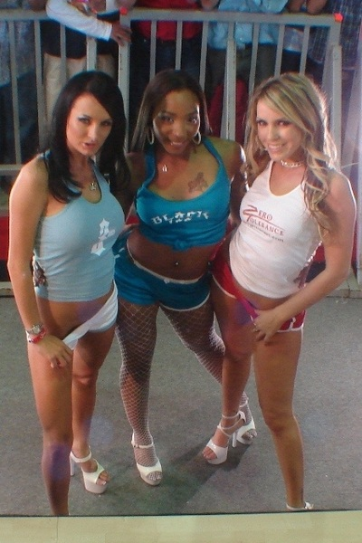 Another classic pic of me, @RoxyReynolds &amp; @clubalektrablue from Mexico!!  