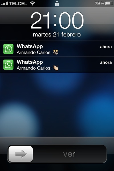 Mi hermano jugando a Whatsapp.